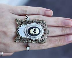 Skull gears ring by Pinkabsinthe