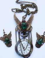 Set of winged earrings and necklace by Pinkabsinthe