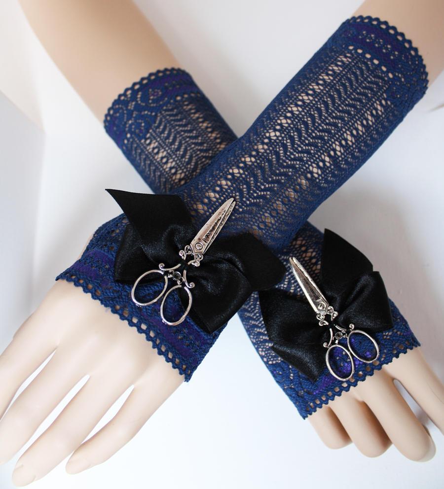 scissorhands mittens by Pinkabsinthe