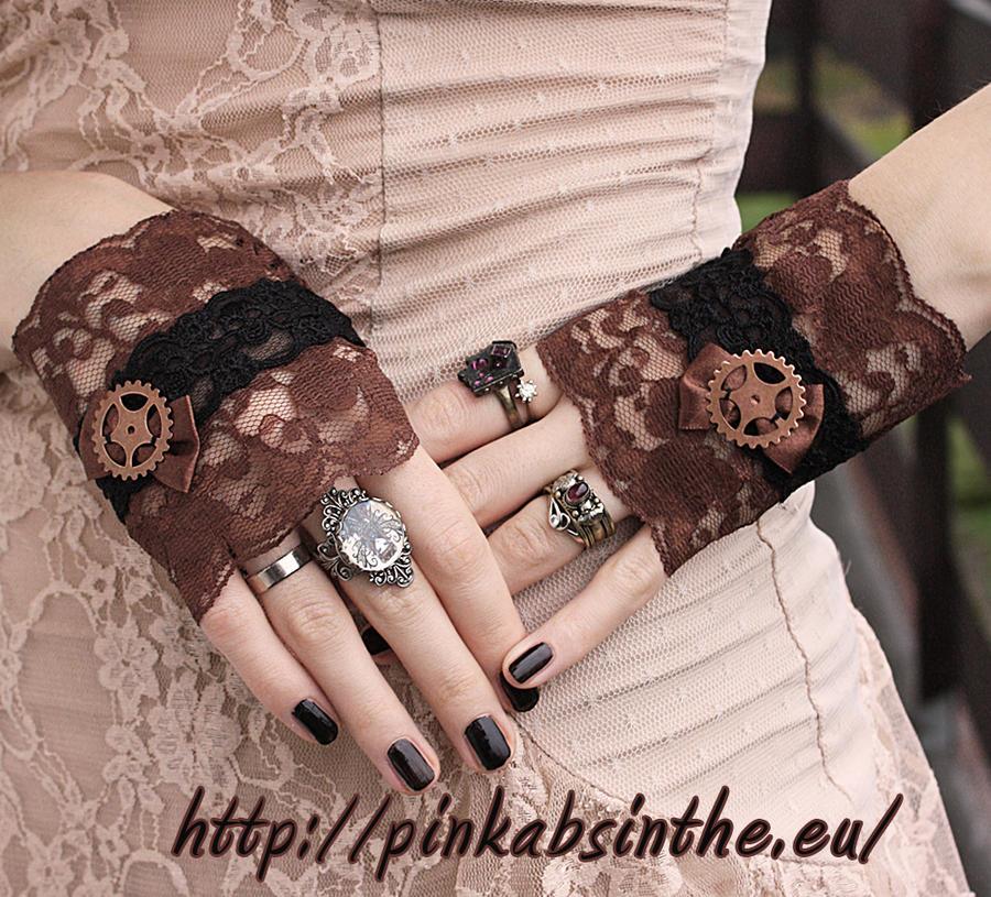 Gears mittens by Pinkabsinthe