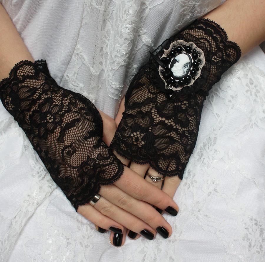 Victorian mittens by Pinkabsinthe
