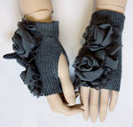 Grey roses romantic mittens II