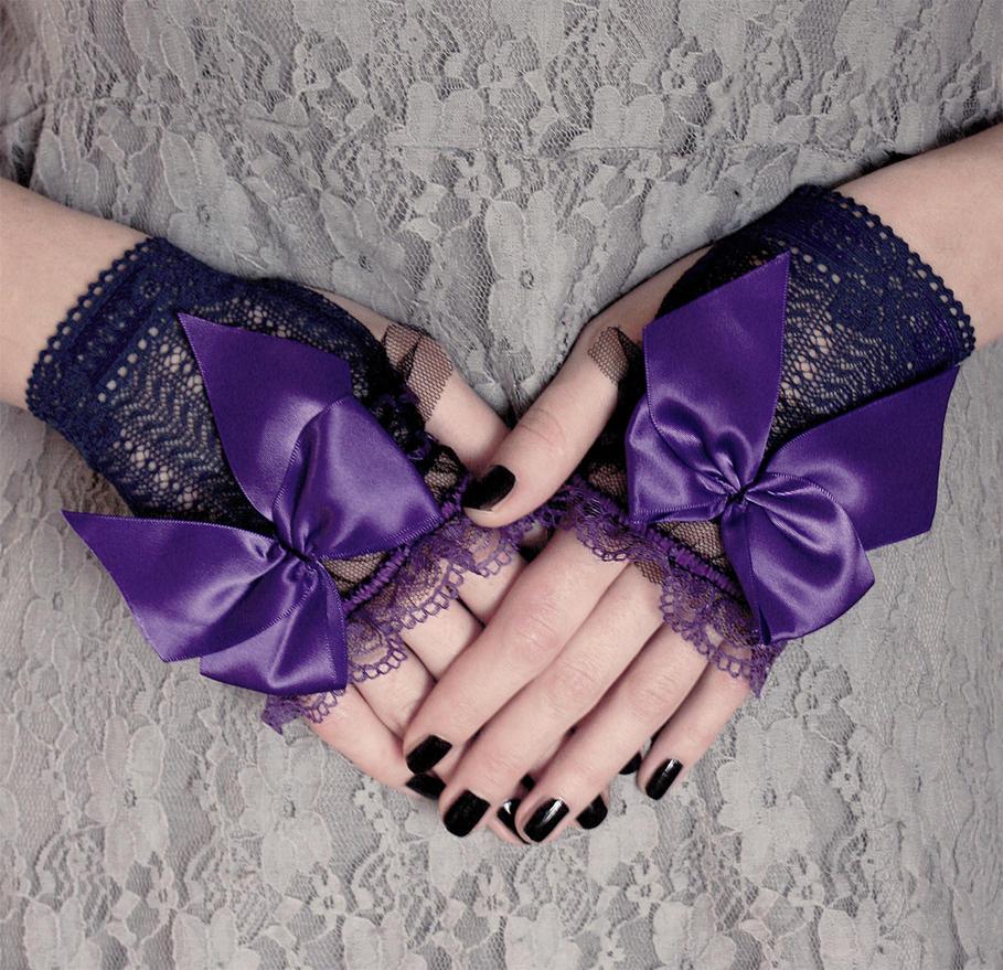 Blue-violet Gothic Lolita mittens by Pinkabsinthe