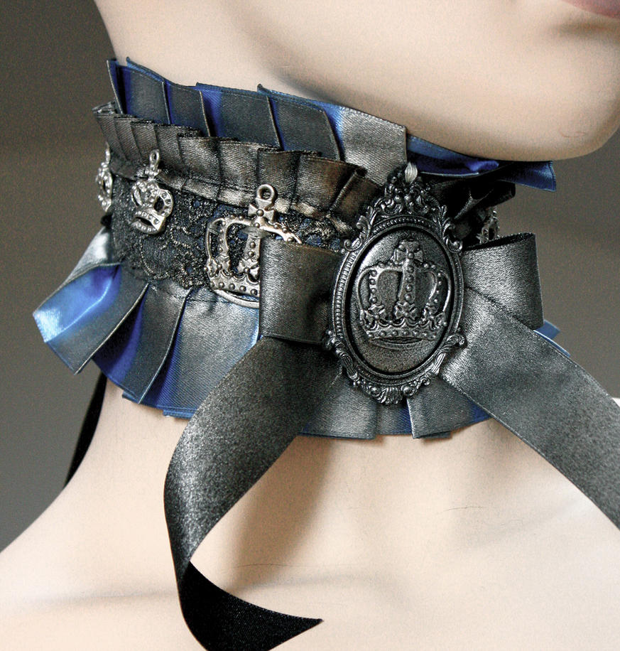 Spooky Royal dusty patina choker I by Pinkabsinthe
