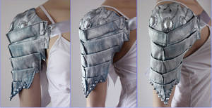 Scolopendra Shoulder Armor by Pinkabsinthe