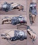 Predator claw wrist cuff