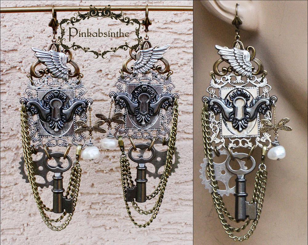 Keyhole winged earrings by Pinkabsinthe
