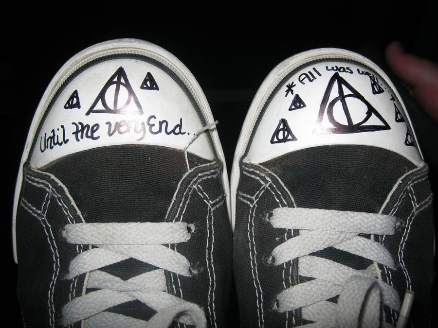 I Hallowed My Converse... by LexiWynn