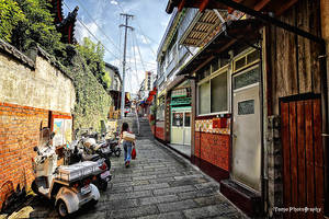 Small street in Japan by WindyLife