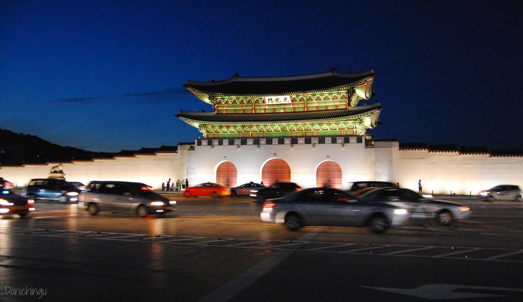 Gwanghwamun - Seoul, South Korea by DaniChingu