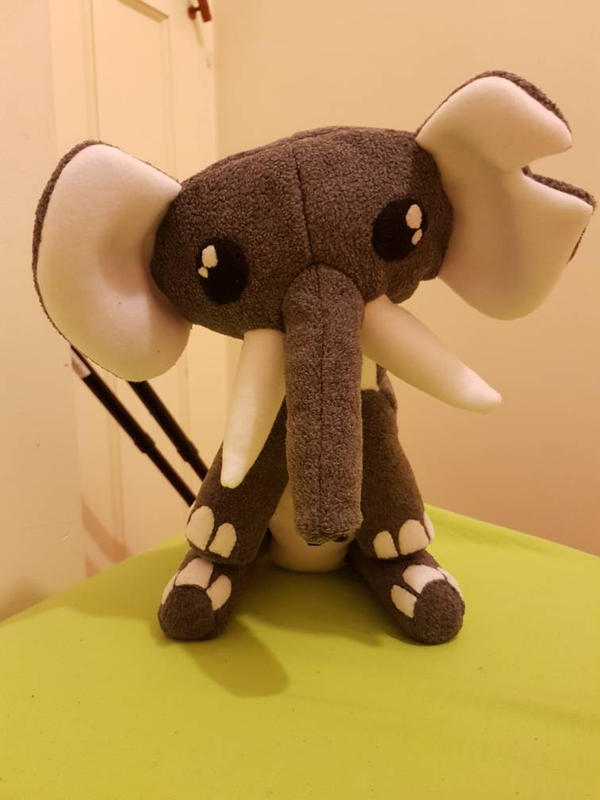 Elephant  by kipplesnoof
