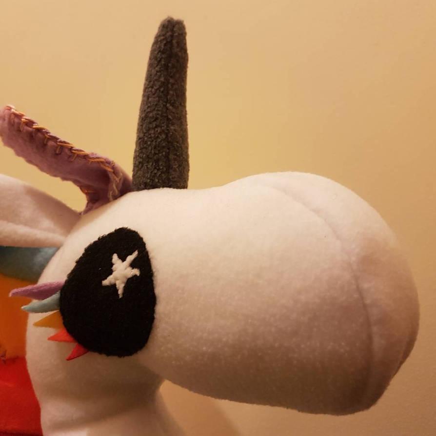 Fat little unicorm - face by kipplesnoof