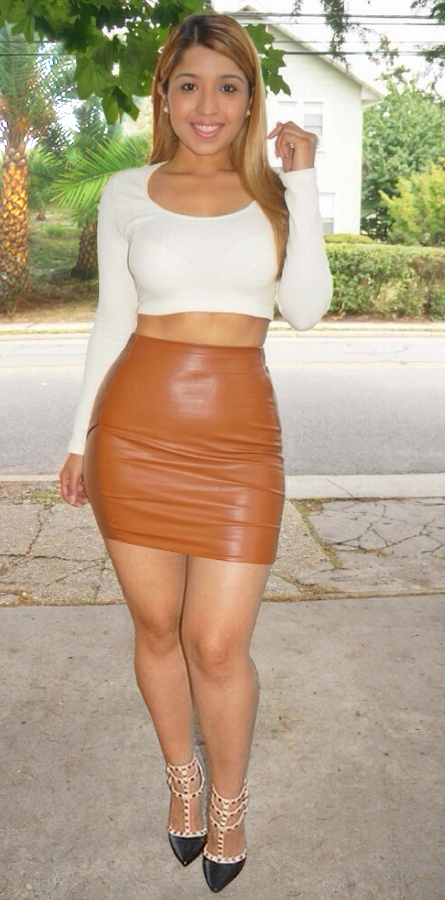 Wide hips miniskirts — photo 12