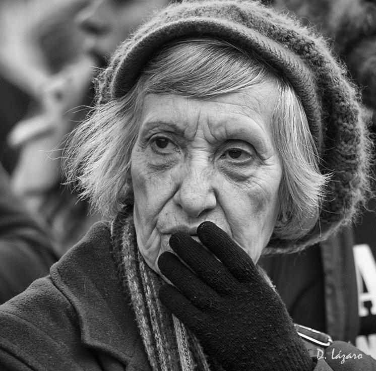 Woman in the crowd by du-la