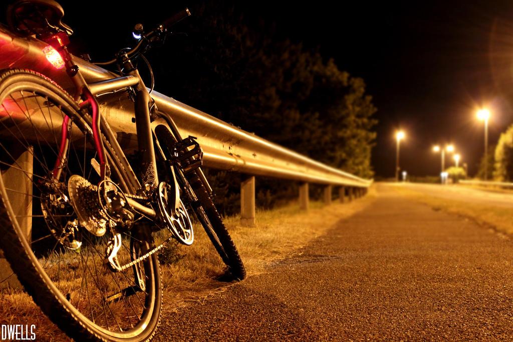 That bike at night by daveofdev