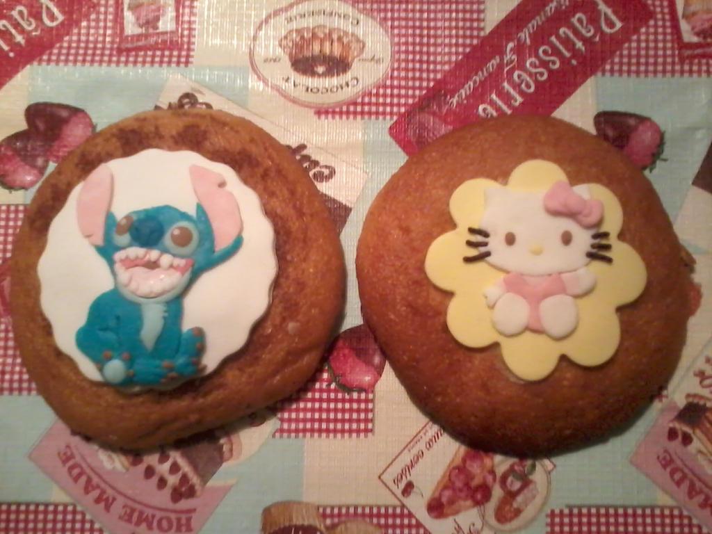 Fondant art: Stitch and Hello Kitty by NRfun