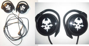 TWEWY Skull Pin headphones