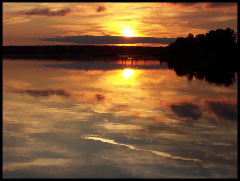 Zalazak sunca-Nebo - Page 2 The_mirror_by_Brzcu