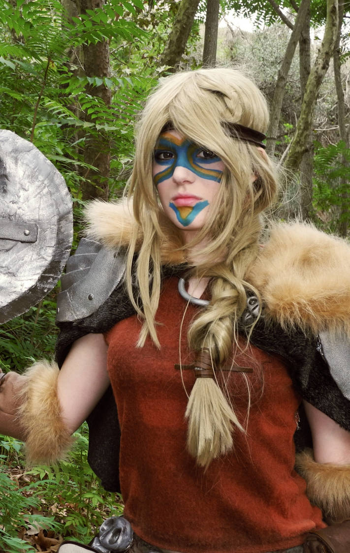 how to your Astrid dragon cosplay train