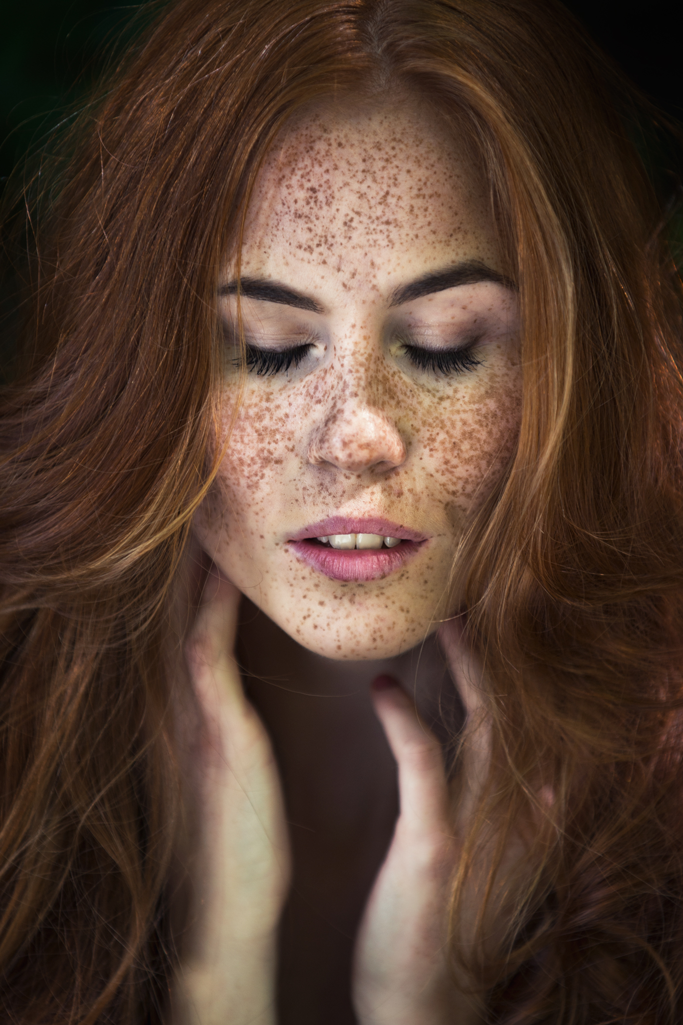 ho made freckles iconic - HD1365×2048