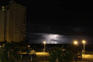 Lightning in the gulf. by Eegaas