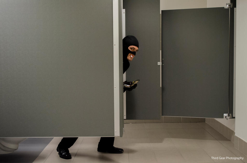 Sneaking Spy Camera Into Girls Changing Room