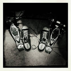 Shoelaces and cables by Headquake