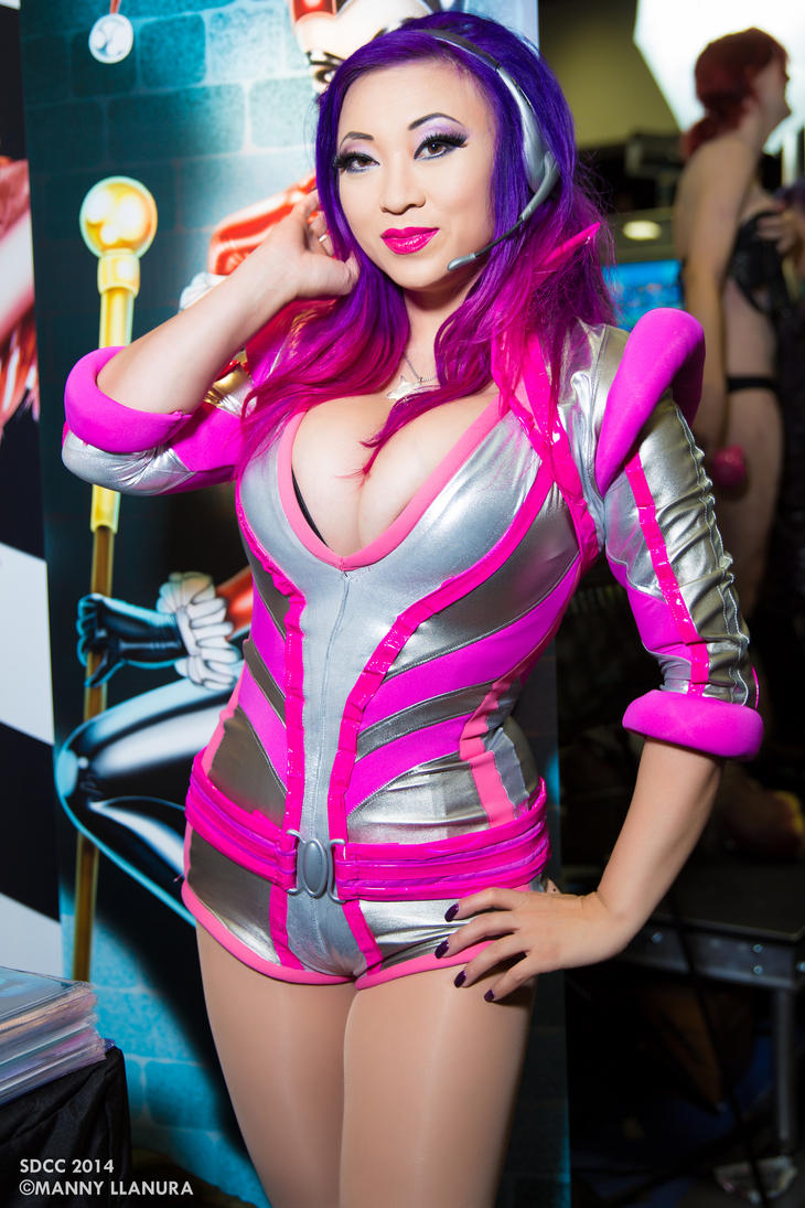 Yaya Han SDCC2014 Retro Space Girl Cosplay by wbmstr