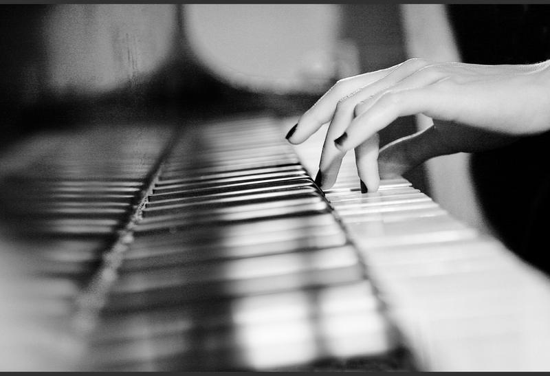 Piano.. by bittersweetvenom