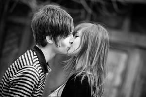 Smile during Kissing by bittersweetvenom
