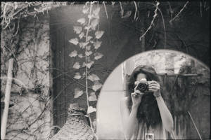 Oubliez-moi, Shoshanna by bittersweetvenom