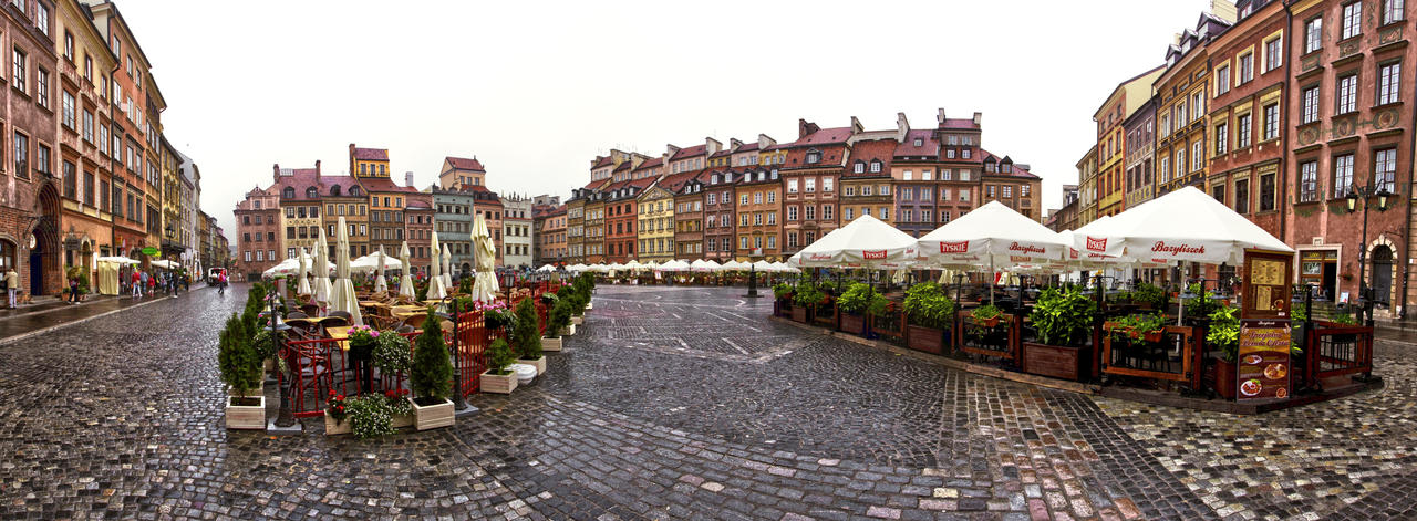 Warsaw's Old Town by Aqutiv