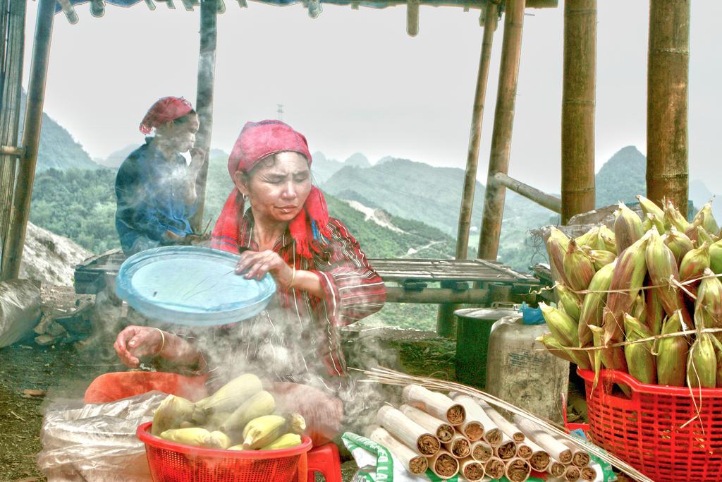Mountains Vendors by Aqutiv