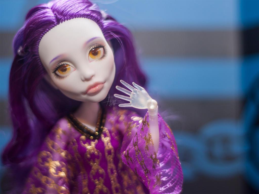 Monster High custom repaint Spectra by AshGUTZ