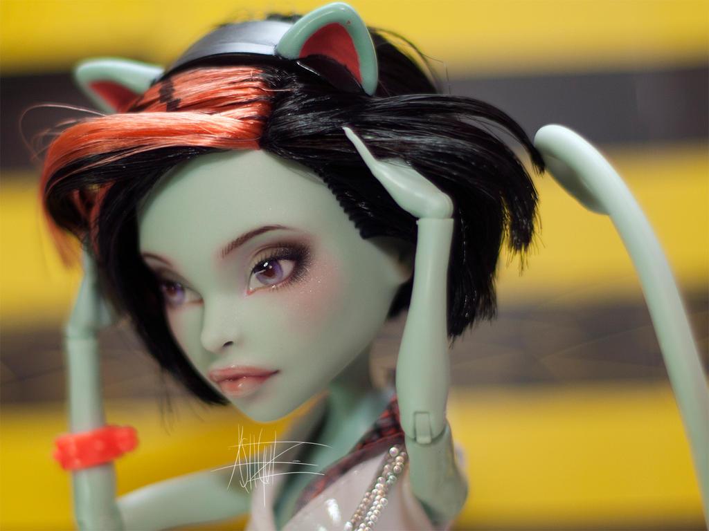 Monster High custom repaint Scarah by AshGUTZ
