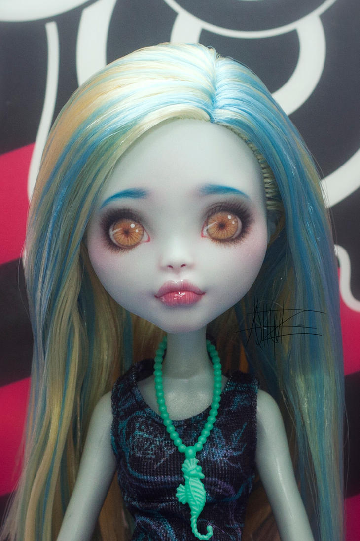 Monster High Lagoona Blue repaint 4 by AshGUTZ