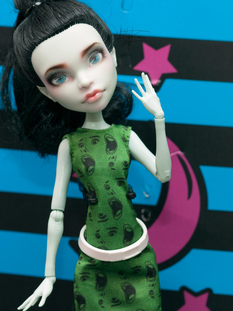 Monster High Scarah repaint by AshGUTZ