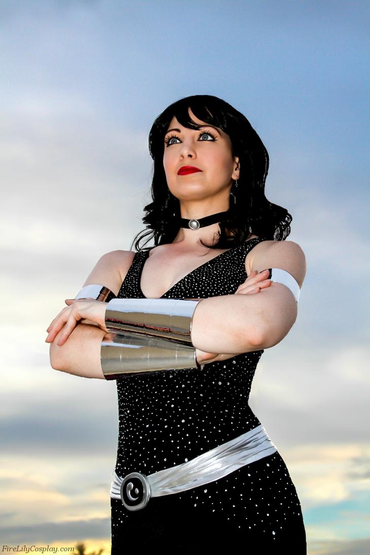 نتیجه تصویری برای donna troy dc cosplay
