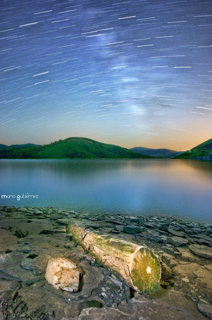 On the lake's shore. by MarioGuti