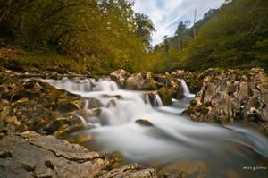Autumn waterfall by MarioGuti
