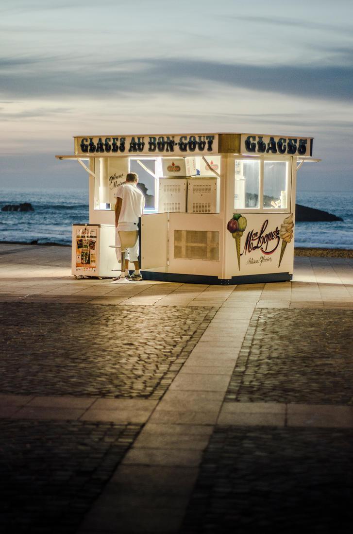Closing the ice cream shop by MarioGuti