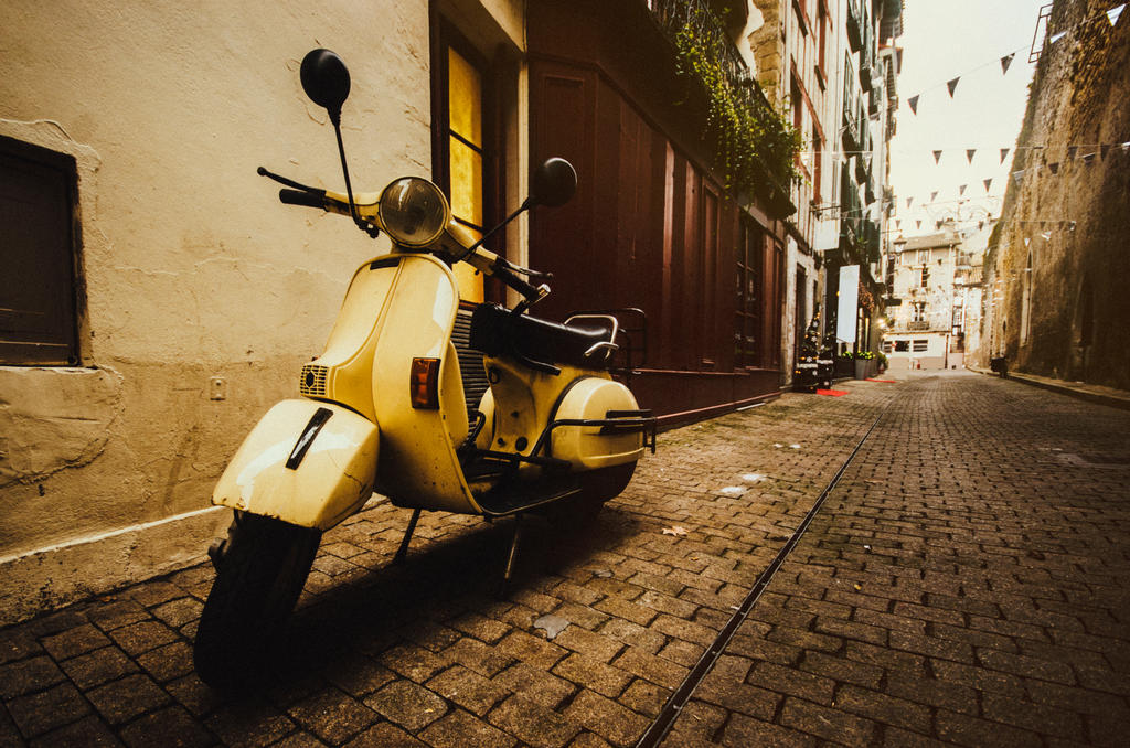 Old Vespa by MarioGuti