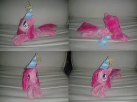MLP FiM plushie - Pinkamena, lying + party hat!