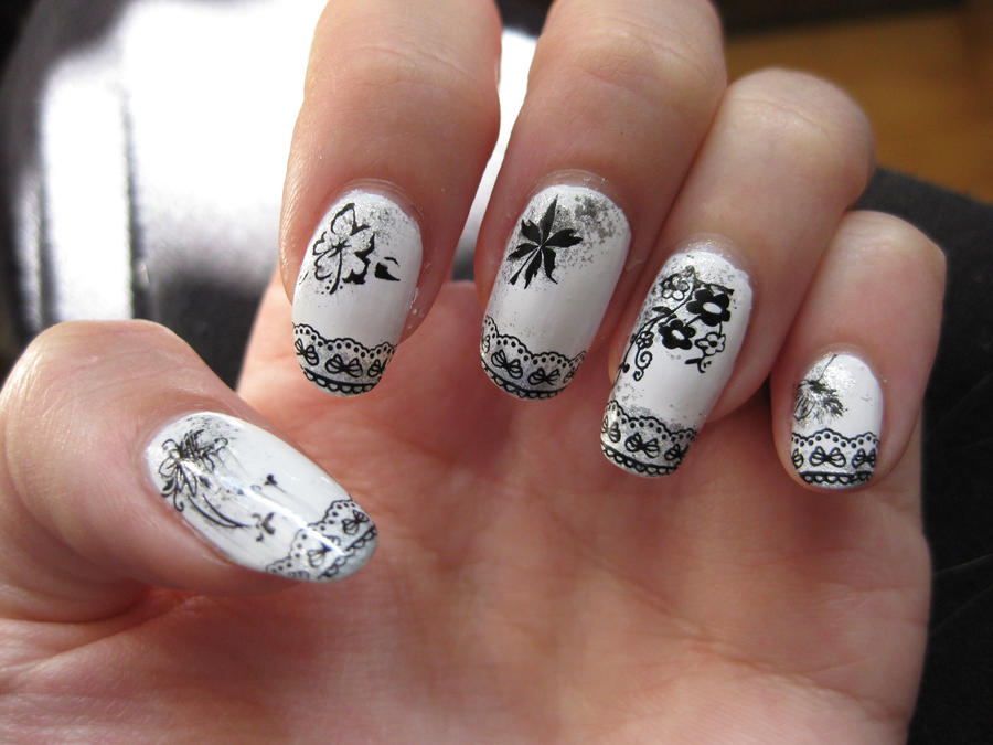 Boudoir nail art by Zomijas