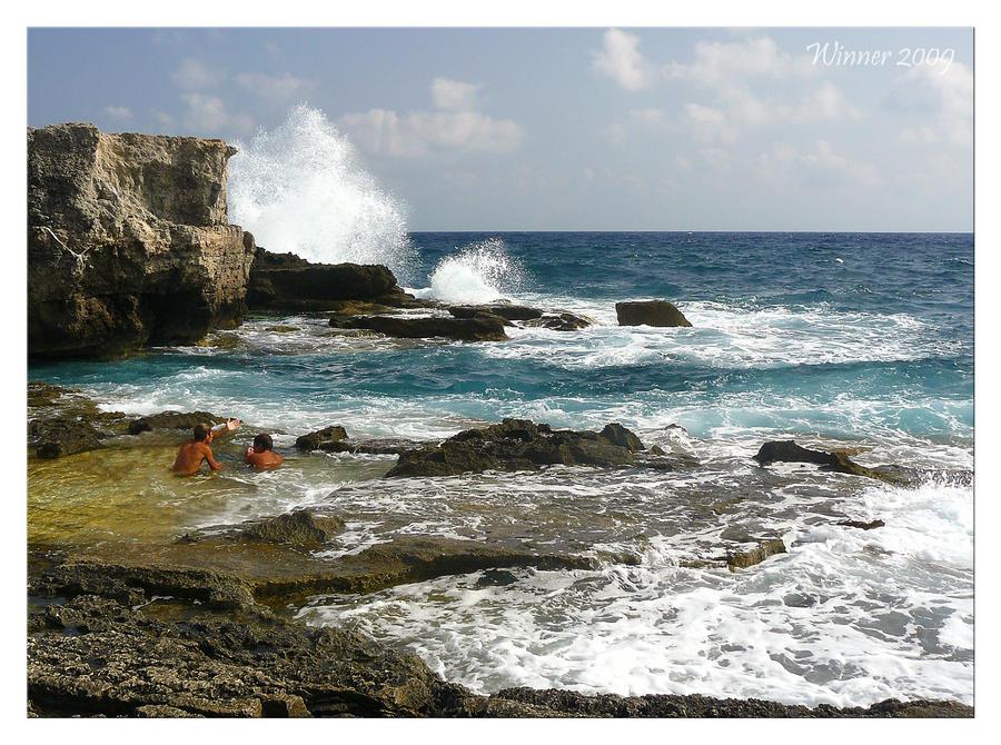 Heavy seas by W-i-nn-e-R