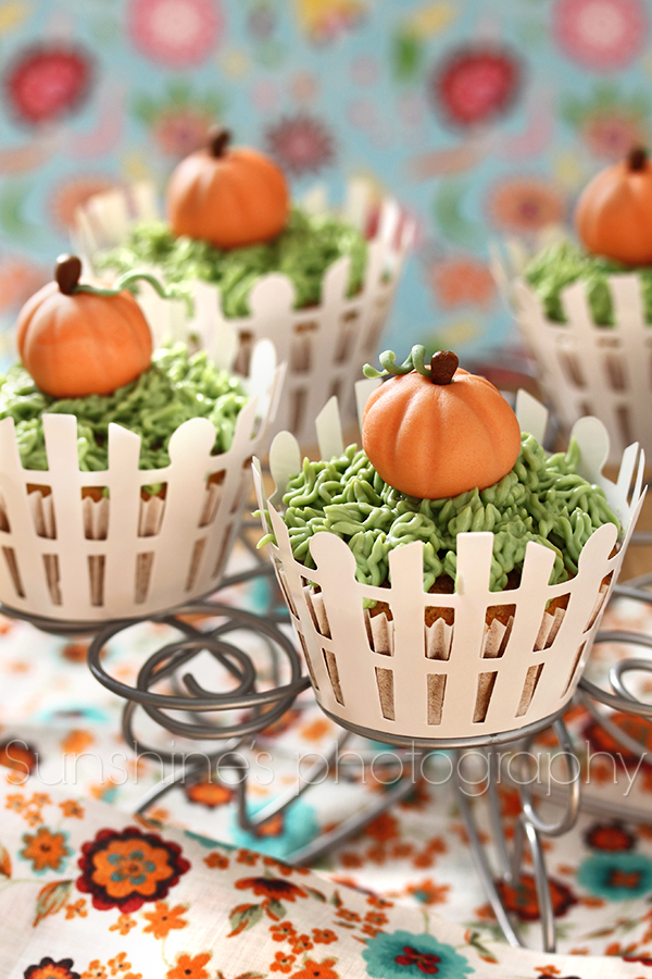 Cute pumpkin cupcakes by kupenska