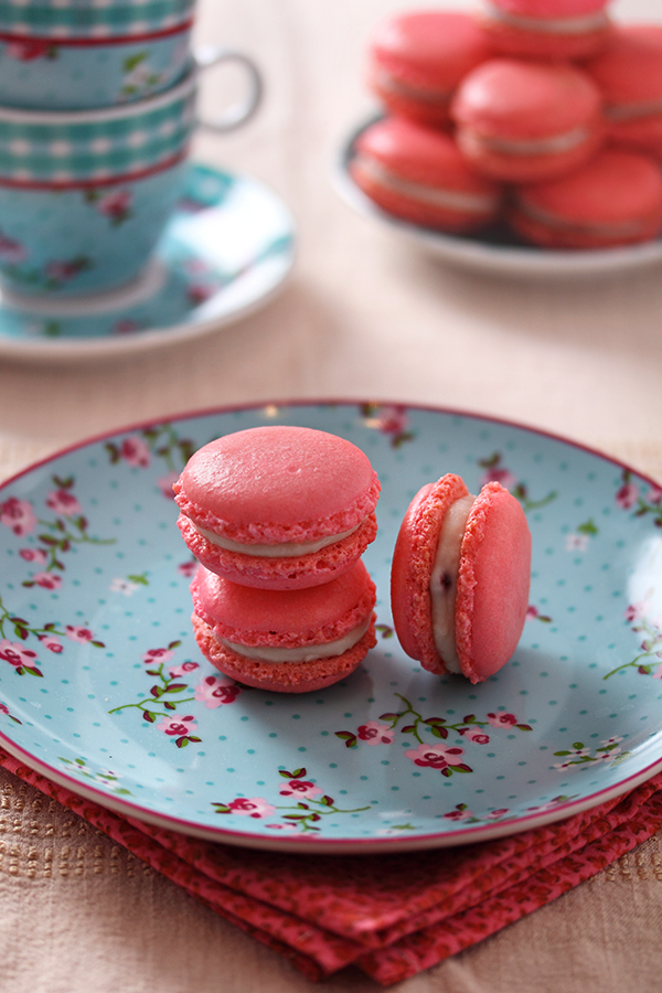 Pink french macarons by kupenska