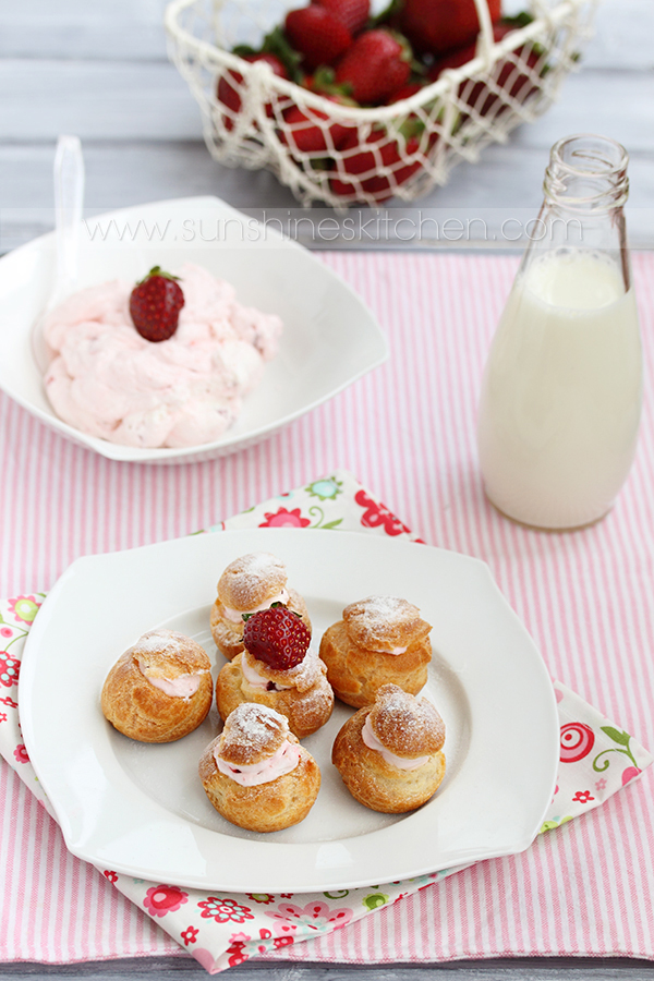 Strawberry profiteroles by kupenska