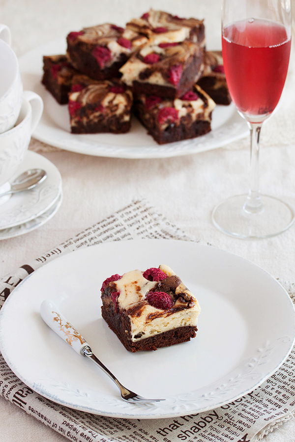 Cheesecake raspberry brownies by kupenska