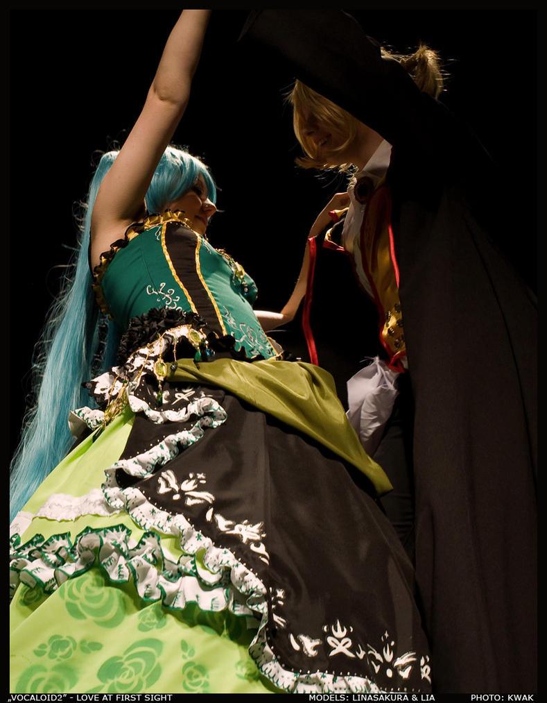 CosPlay: Love at first sight by linasakura